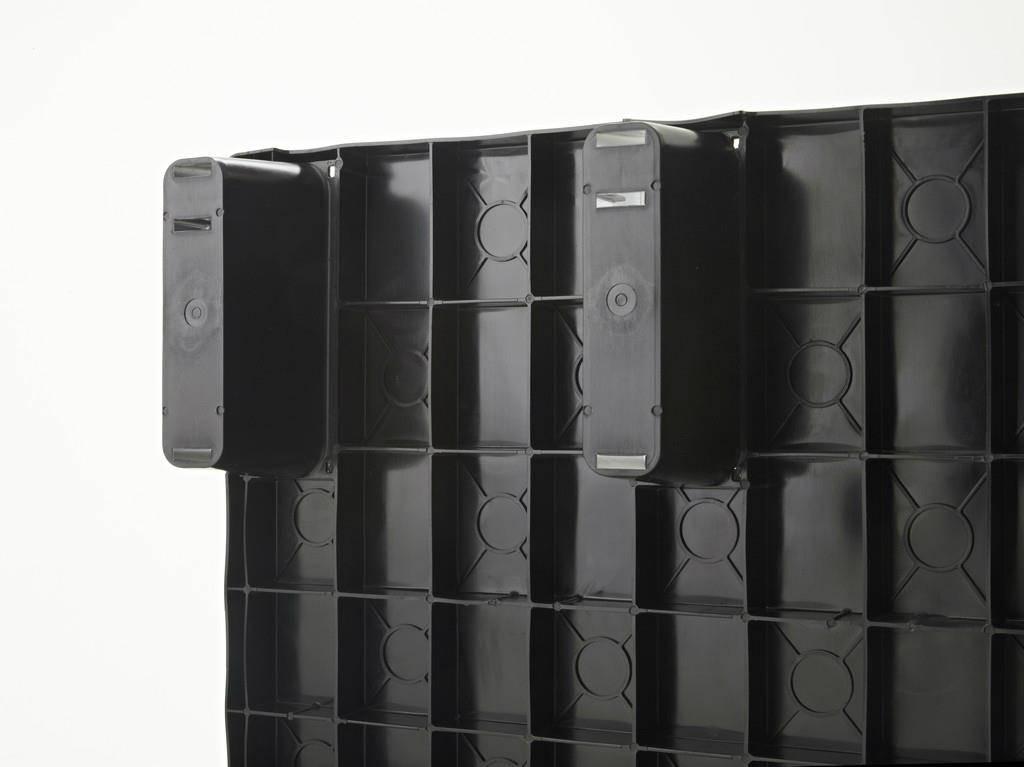 Palette légère emboitable en plastique 1200x800x155 mm, Plancher supérieur fermé, 9 pieds