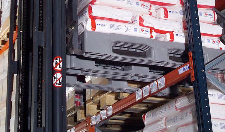 Palette Euro Charges lourdes en plastique 1200x800x160 mm, 3 semelles , planché ajouré