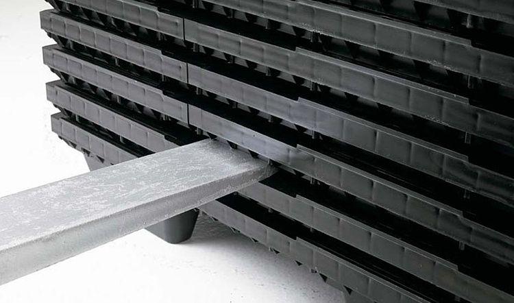 Nestbare kunststof pallet 1200x1000x134, Gesloten dek, 9 poten