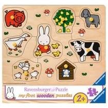 My first wooden puzzles: Nijntje op de boerderij (8)