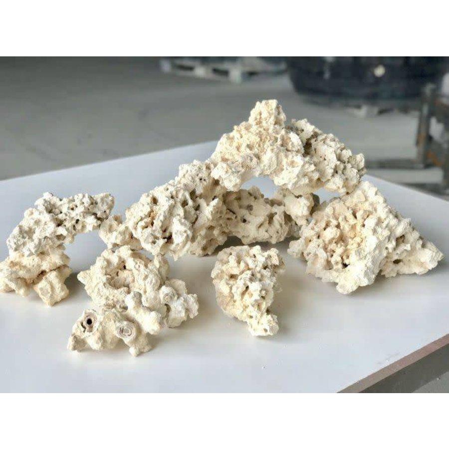 Marcorocks/normal shape natural rock per kg.-1