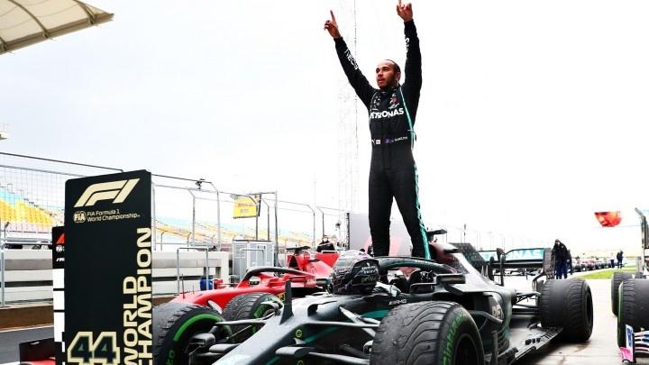 Minichamps Schaalmodel 1:18 Lewis Hamilton Winner GP Turkey - 7th World title
