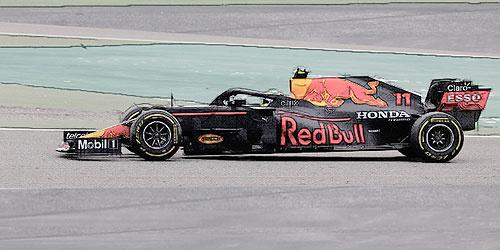 Minichamps 1:18 Sergio Perez RB16B 2021 GP Bahrein