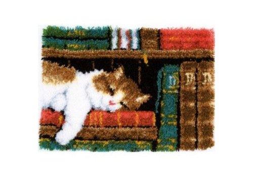 Vervaco Knooptapijt kit Slapende kat in boekenrek