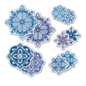 RIOLIS Borduurpakket Snowflake Decorations - RIOLIS