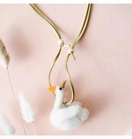 Global Affairs Halskette aus Schwanenwollefilz