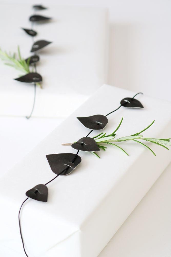 Twig leaves - Black