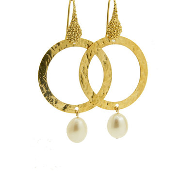 LILLY LILLY Oorbellen | Tumbled Circle Stonedrop Gold | Pearl | 18 Karaats