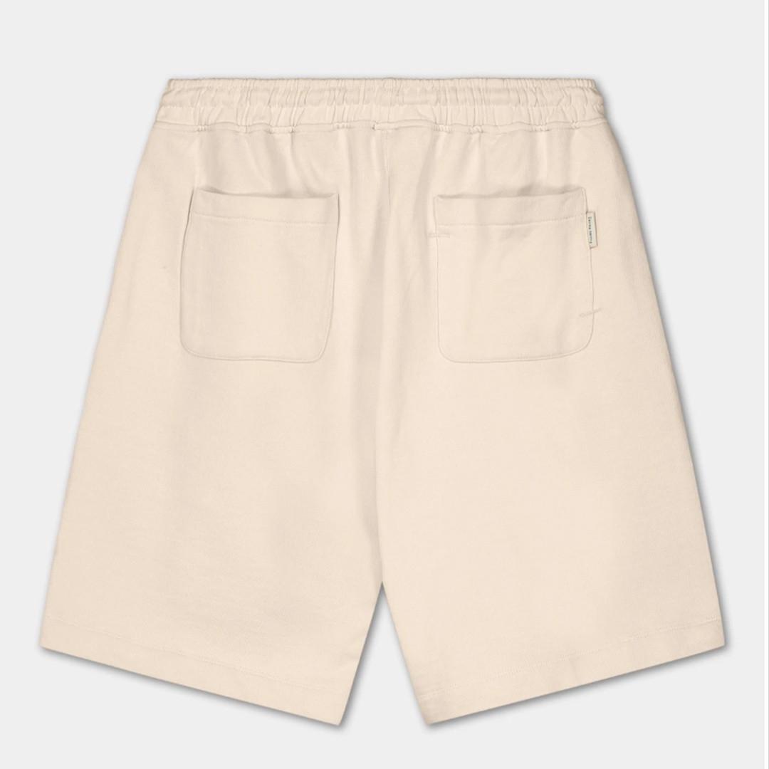 filling pieces essential core logo shorts - eggshell