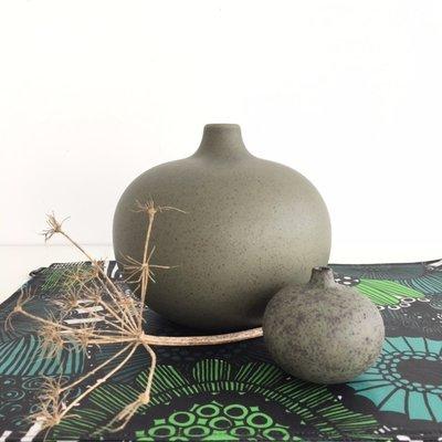 Lindform Vaasje Bari XL –  vergrijsd groen keramiek H15cm
