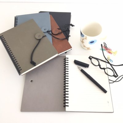 Lind DNA  Paper Block Button A5 - notebook in Blauw / Grijs