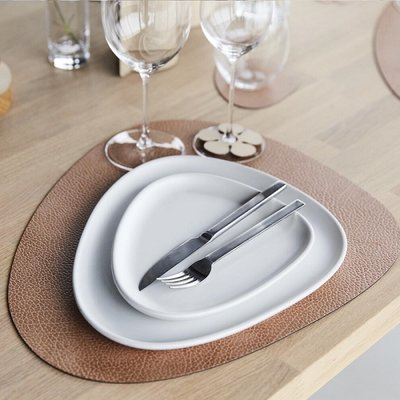 Lind DNA  Placemat Curve Large Hippo leer in kleur Nude