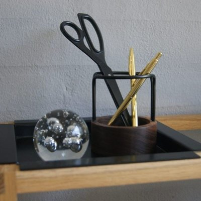 DOT Aarhus Pen-Up walnot-black Ø8xH9,2cm - Duurzaam Deens design