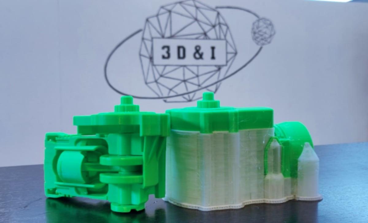 Een 3D print met en zonder wateroplosbaar filament (PVA)