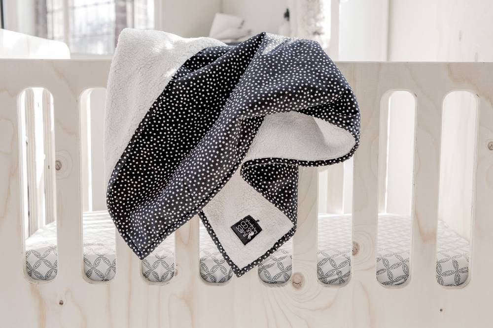 baby soft teddy deken - cozy dots black-2