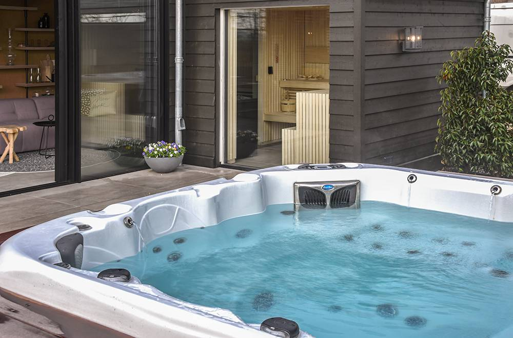 Jacuzzi, Whirlpool, Spa, Hot-Tub, Bubbelbad.. Wat is nou de juiste benaming?