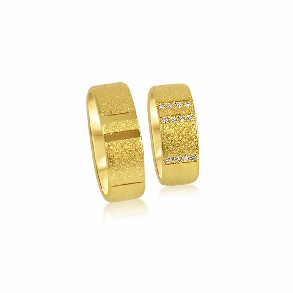 18 karaat geel goud trouwringen met zand-mat en glanzend afwerking met 0.10 ct diamanten