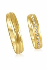 18kt geel goud trouwringen met mat en glanzend afwerking met 0.13 ct diamanten