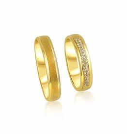 18kt geel goud trouwringen met mat en glanzend afwerking met 0.09 ct diamanten