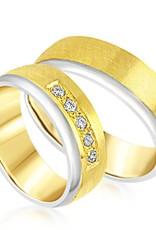 18 karaat wit en geel goud trouwringen met mat en glazend afwerking met 0.15 ct diamanten