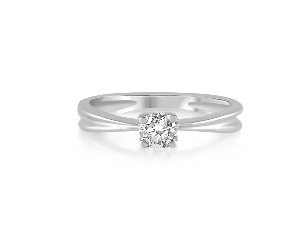 18 karat white gold engagement ring with 0.38 ct diamond