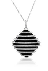 18 karat white gold pendant with 0.44 ct diamonds and 21.88 ct agate