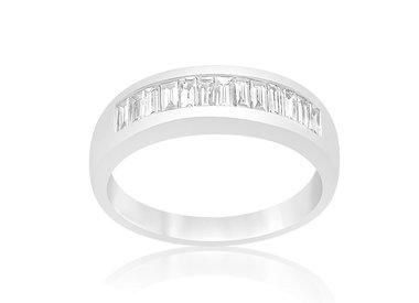 Vrouw ringen met diamanten
