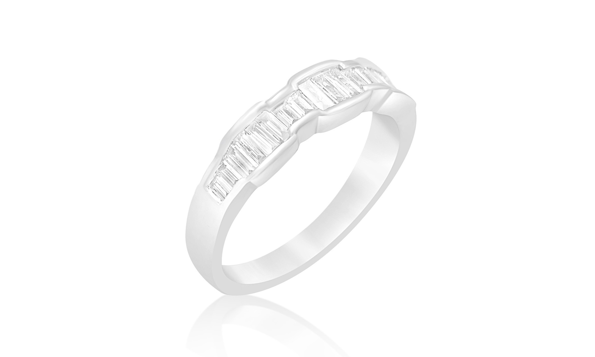 18kt white gold ring with 0.60 CT diamonds
