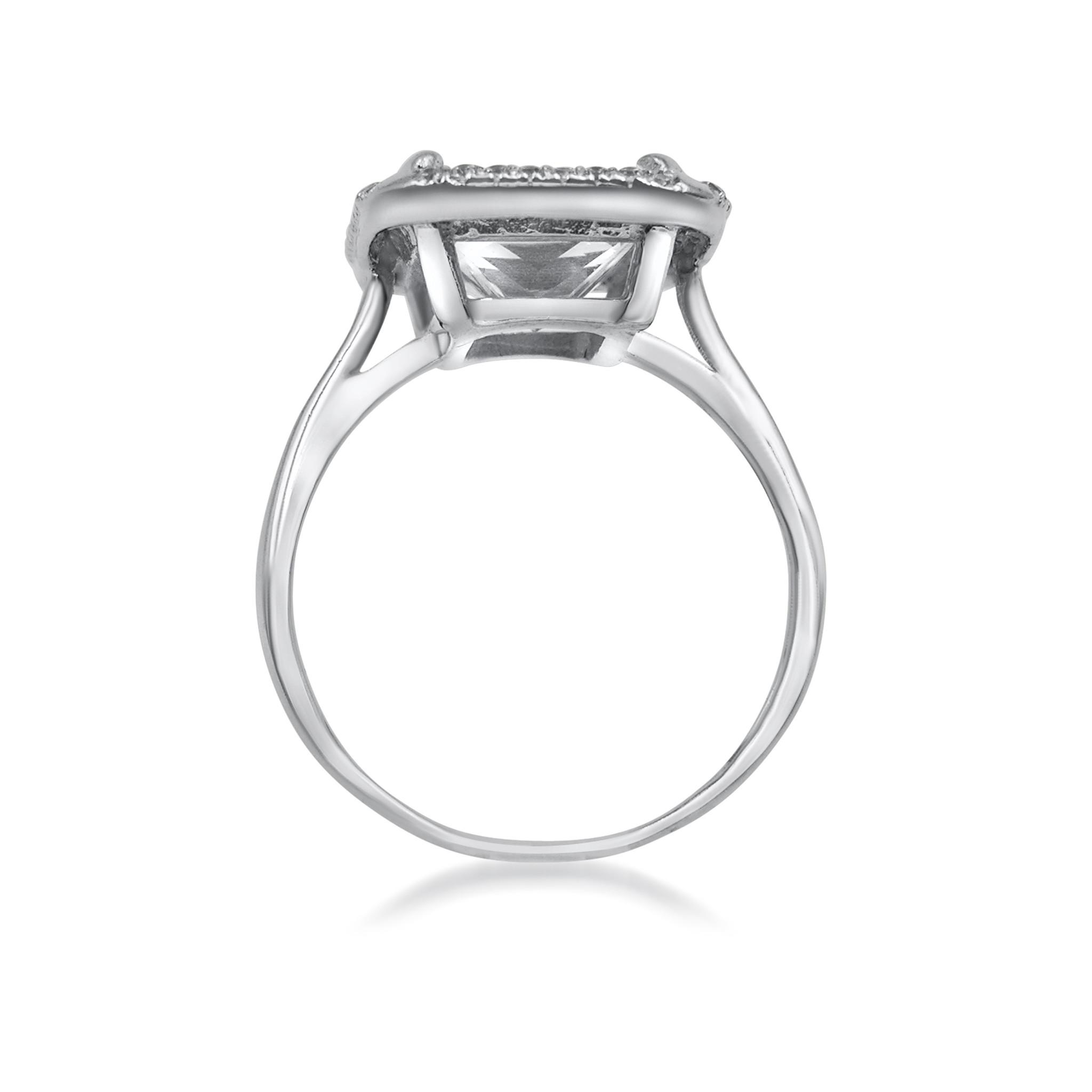 18 karat white gold engagement ring with zirconia