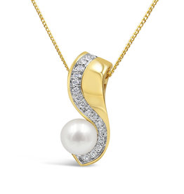 18 karat yellow & white gold pendant with 0.17 ct diamonds & freshwater pearl