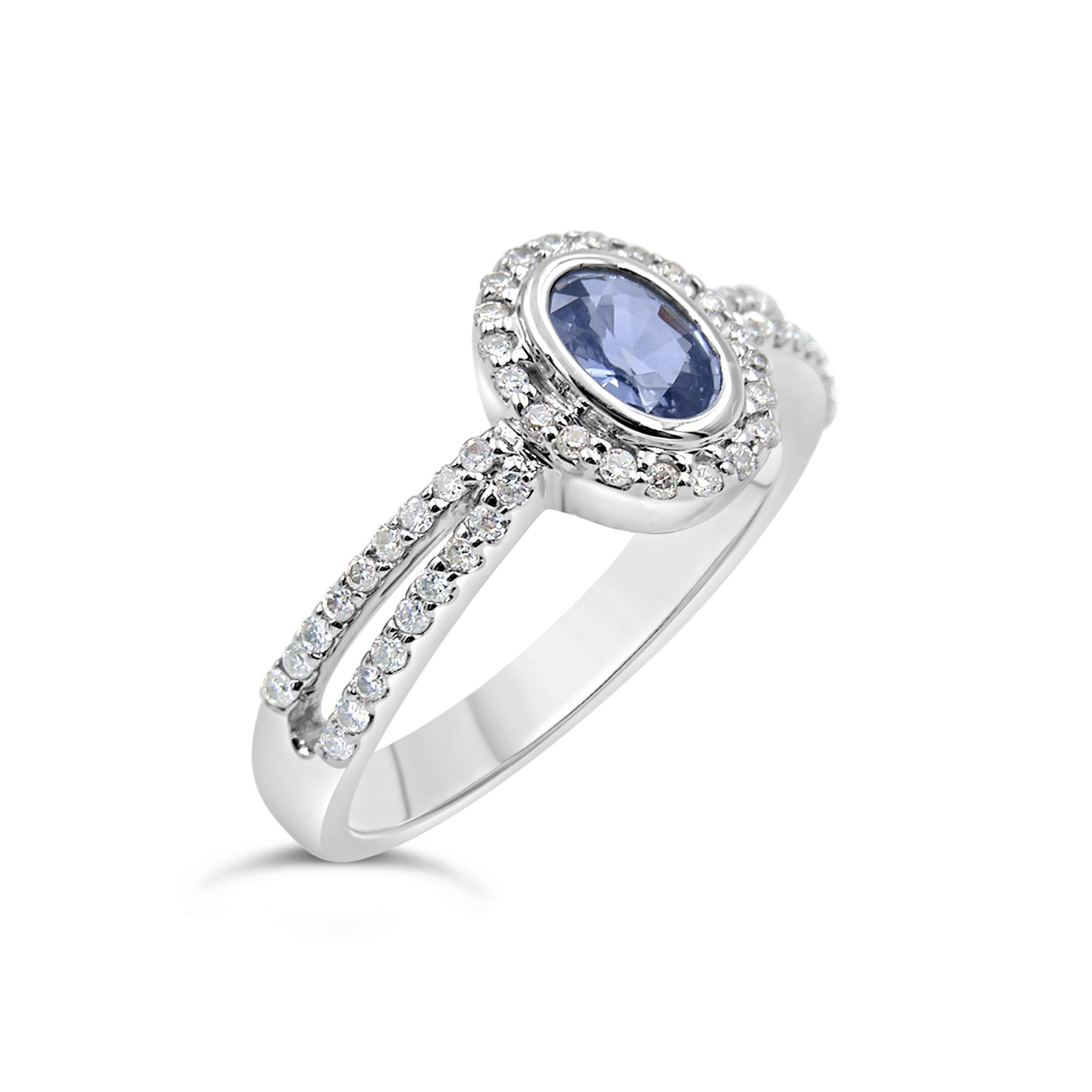 18 karat white gold ring with 0.29 ct diamonds  & 0.49 ct sapphire