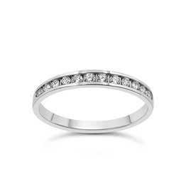 18k white gold ring with 0.25 ct diamonds