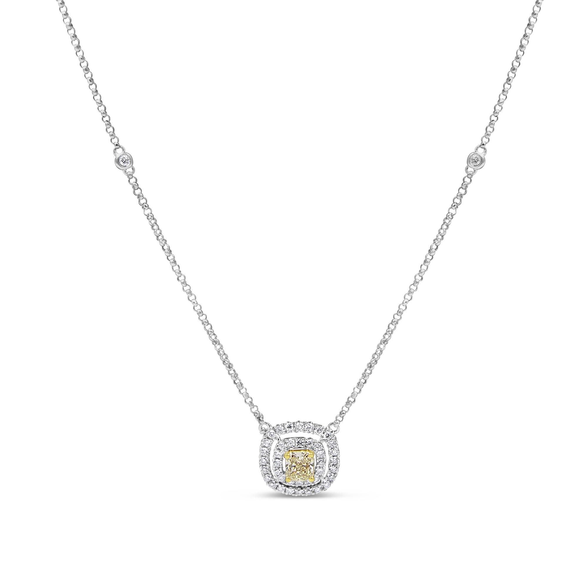 18 karat white gold chain with 0.67 ct diamonds pendant