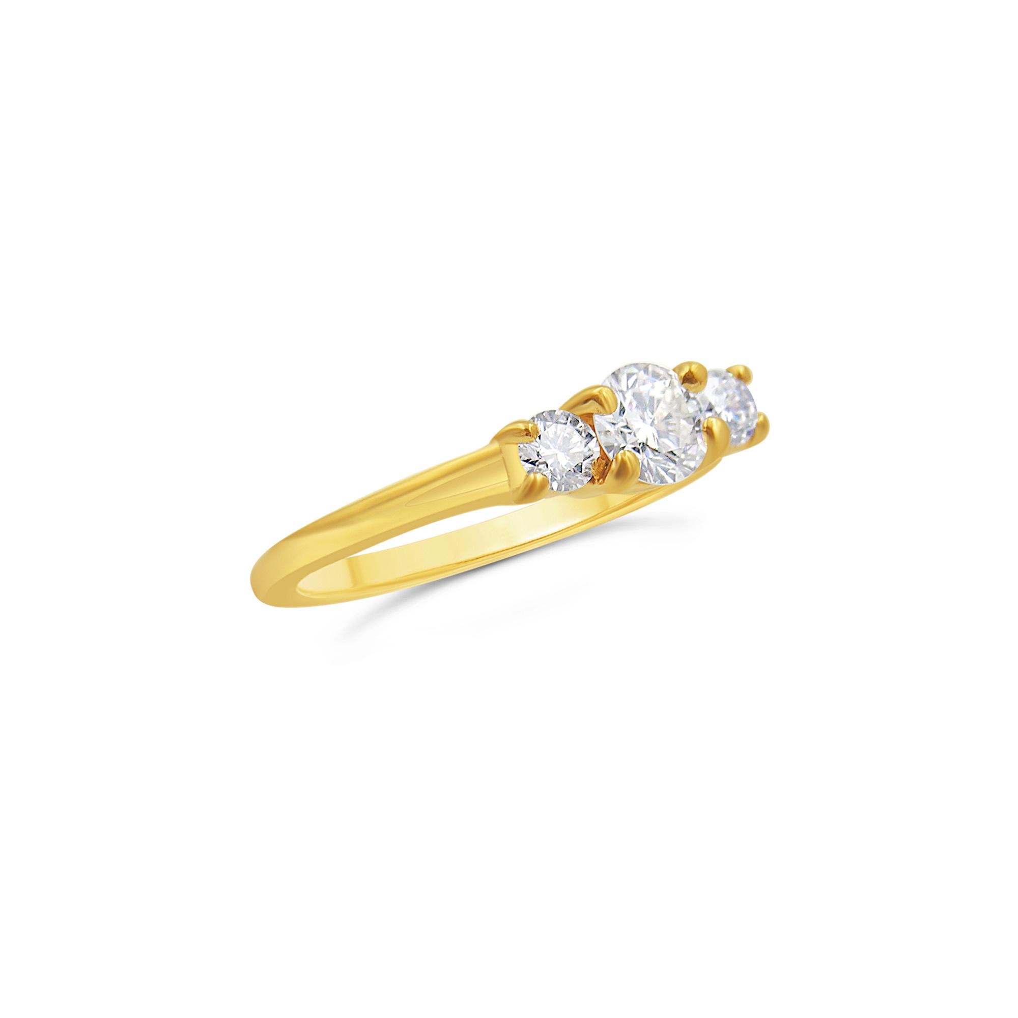 18kt geel goud trielogie verlovingsring met 0.64 ct diamanten