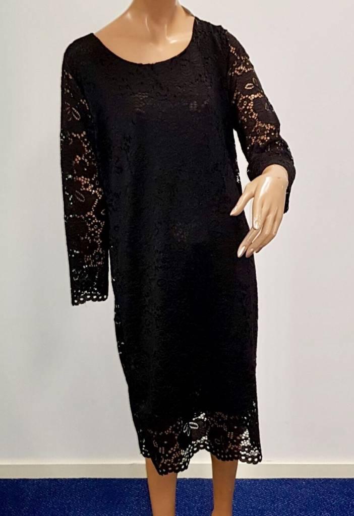Zwart kanten jurkje