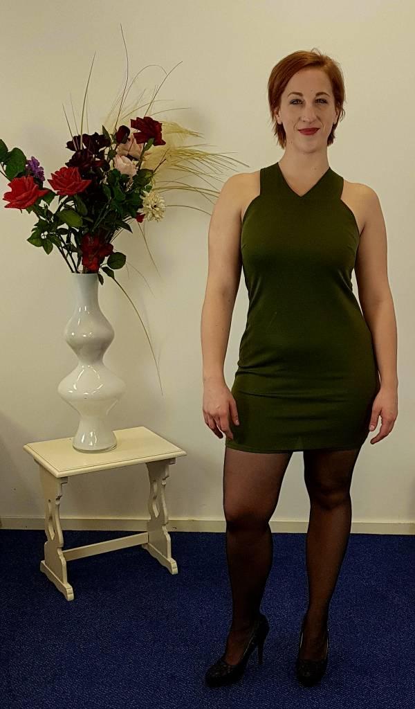 Groen jurk met gekruiste rug