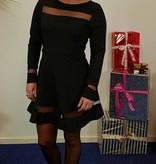 Zwarte mini jurk met stroken van gaas