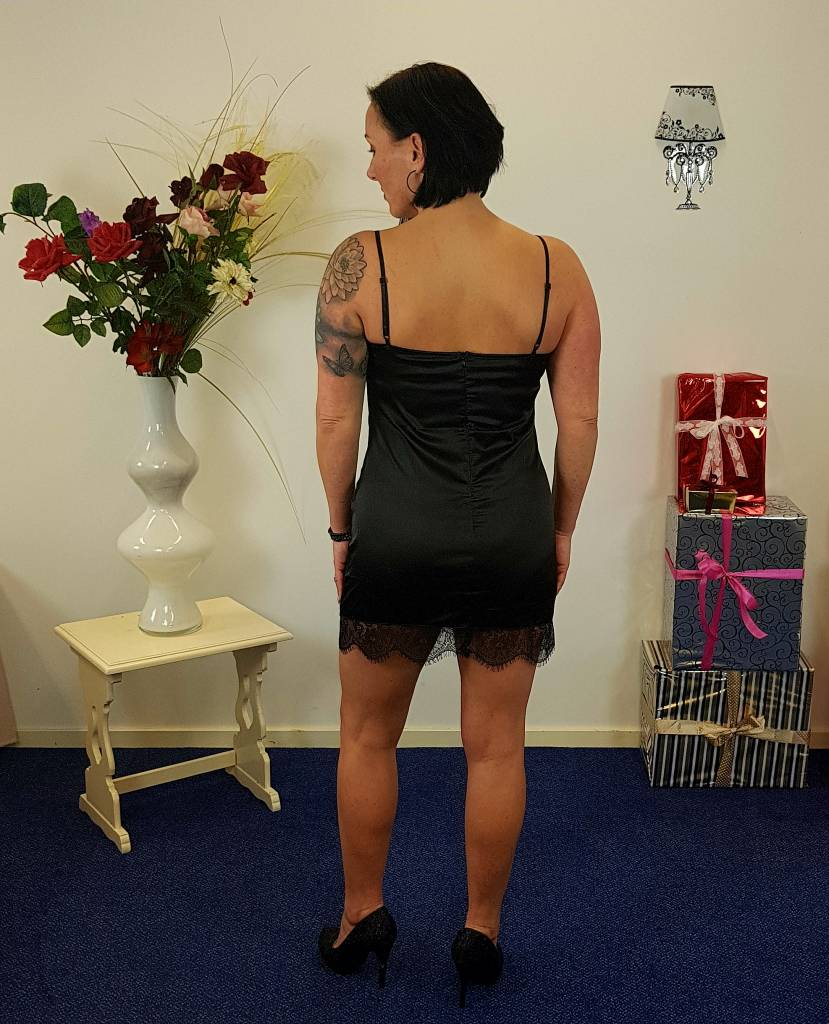 Sexy zwart satijn jurkje