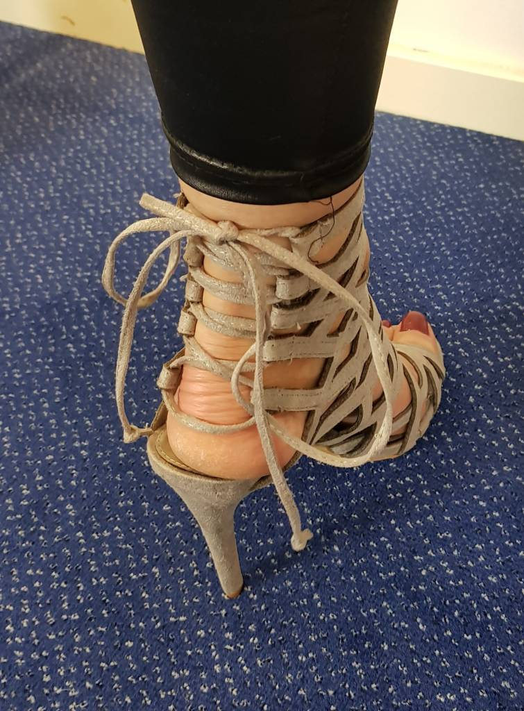 Sandalen met hoge hak - grijs