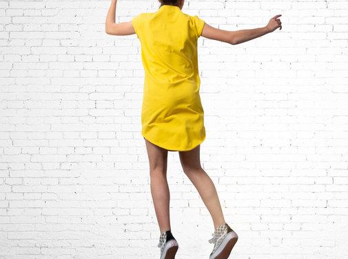 The Driftwood Tales The Driftwood Tales Korte mouwen jurk van geryclede sweaterstof -geel