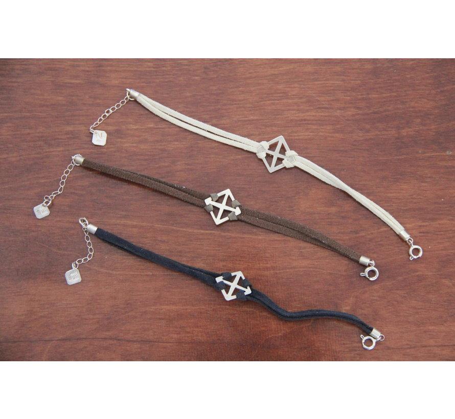 Noore armbandje zilver kruis en zwart leren bandje