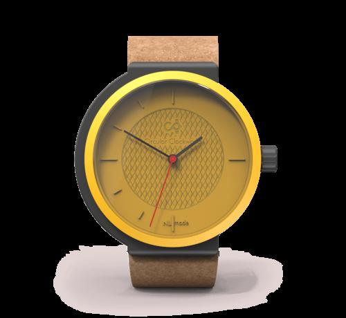 Circular Clockworks Een circulair dameshorloge met geel/zwarte kast en een beige  band van Circular Clockworks
