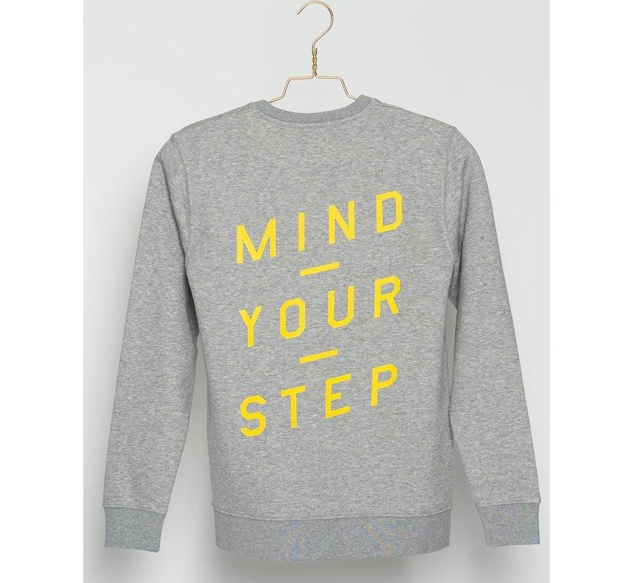 """Chicken or Pasta Sweater met print op de rug """"Mind Your Step"""" - Grijs en Geel"""