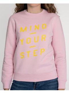 Chicken or Pasta Sweater Mind your Step - Roze en Gele Opdruk