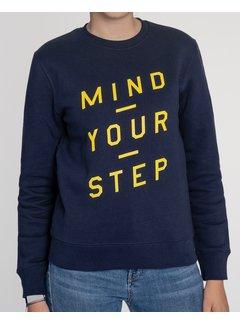 Chicken or Pasta Sweater Mind your Step - Navy en Gele Opdruk
