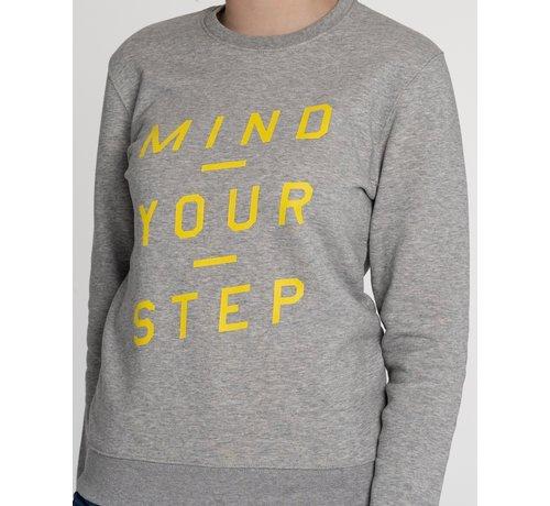 """Chicken or Pasta Chicken or Pasta Sweater """"Mind Your Step"""" - Grijs en Geel"""