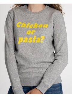 Chicken or Pasta Sweater Chicken or Pasta - Grijs en Gele Opdruk
