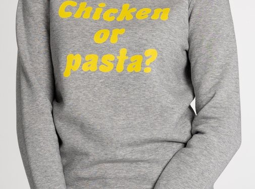 Chicken or Pasta Sweater Chicken or Pasta - Grijs en Gele Opdruk