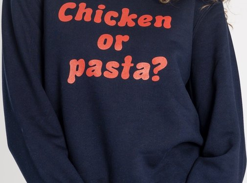 Chicken or Pasta Sweater Chicken or Pasta - Navy en Rode Opdruk