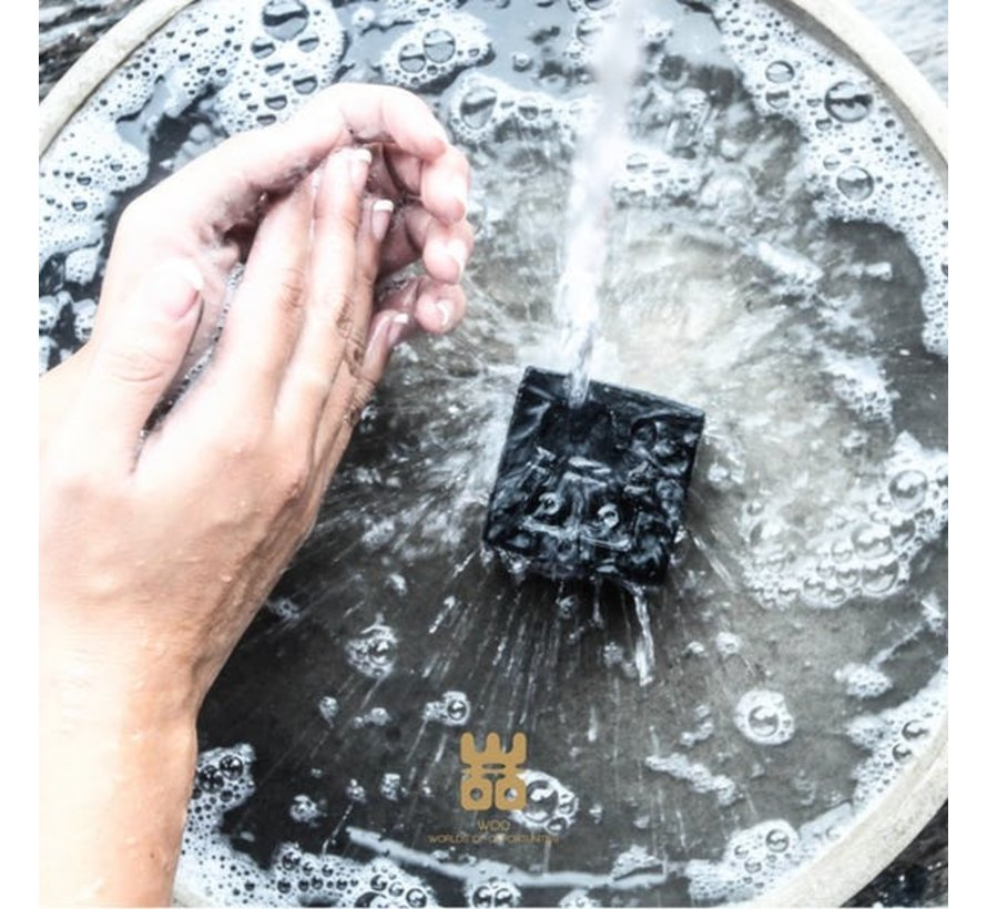 WOO Charcoal Soap - Who's afraid of the Dark? Geur:  Black - Tranquility